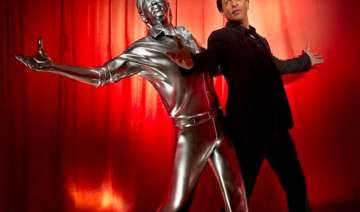 shah rukh khan gets his life size 3d model -...