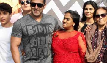 video salman khan s casual dance at sister arpita...