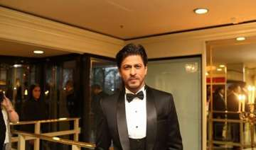 shah rukh khan wins asian award in london see...