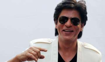did you see shah rukh s pout with two of his...