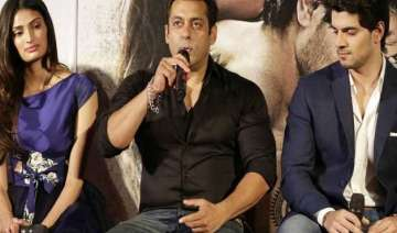 salman says no to lip lock between sooraj and...