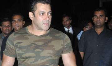 salman robbed gang of four girls takes away his...