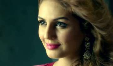 huma qureshi is different and dark in badlalpur -...