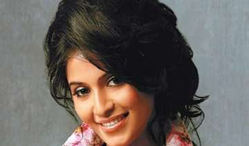 anjali rubbishes reports of being in pub brawl -...