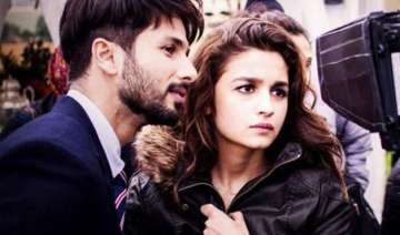 alia and shahid look good on screen says...