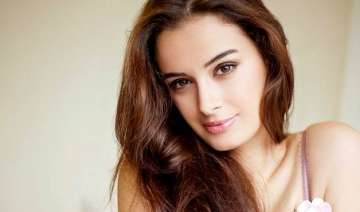 evelyn sharma eyes tamil cinema - India TV