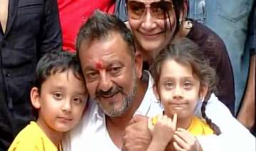 good husband sanjay dutt gives rs 440 to best...
