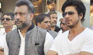 shah rukh and anubhav sinha team up to help poor...
