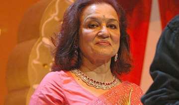 asha parekh booked for forgery in labour dispute...