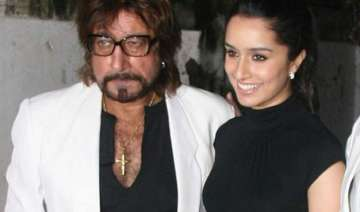 father shakti kapoor loses cool when asked about...