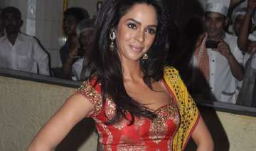 mallika sherawat keen to play draupadi on big...