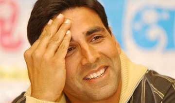 akshay plays host to canada india pms - India TV
