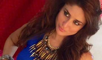 kareena kapoor s sexy avatar for a dance number...