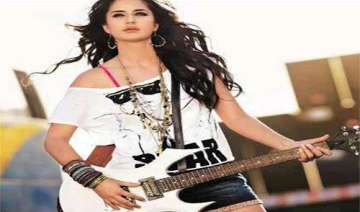 katrina gets a rockstar look - India TV