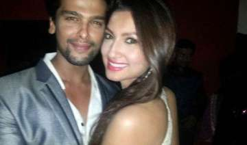 kushal tandon hospitalised gauhar worried see...