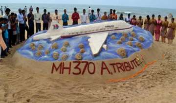 lost malaysian jet mh 370 gets tribute from sand...