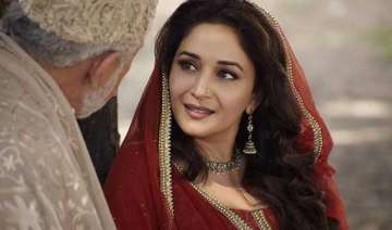 madhuri dixit s first look in dedh ishqiya out...
