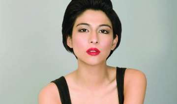 pak actor meesha debuts in bollywood with bhaag...