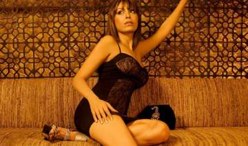 pooja misrra andrew symonds leave bigg boss 5 -...