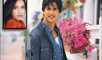shahid kapoor complains to police about female...
