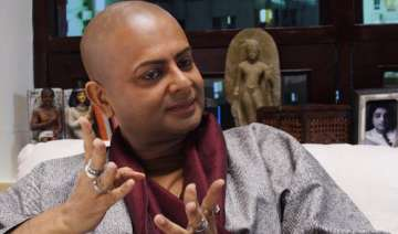 rituparno ghosh has eye infection due to makeup -...