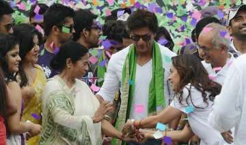 shah rukh dazzles eden with kisses dance see pics...