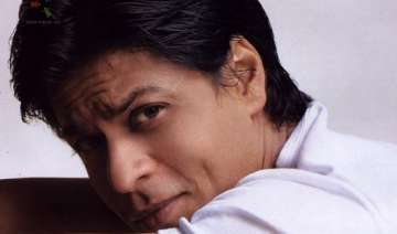 srk battles awful cold - India TV
