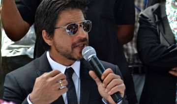 srk defends kolkata on women s safety - India TV