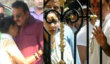 sanjay dutt s parole ends leaves manyata and kids...
