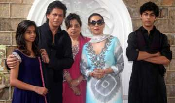 shah rukh khan perturbed over security of mannat...