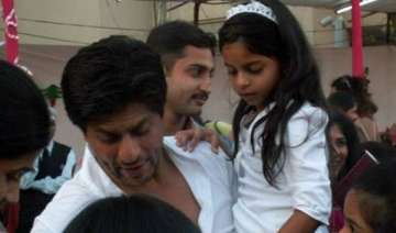 shah rukh hurts ribs playing soccer with daughter...