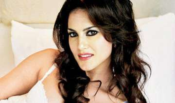 sunny leone prepares for tina and lolo - India TV