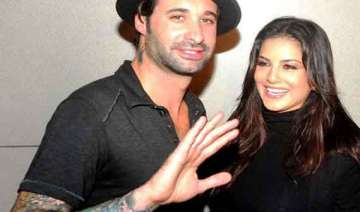 sunny leone s husband to debut in bollywood -...