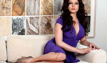 veena malik to do an item number in bollywood...
