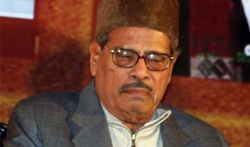 veteran singer manna dey critical in bangalore...