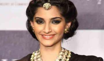 won t date anyone from film industry sonam kapoor...
