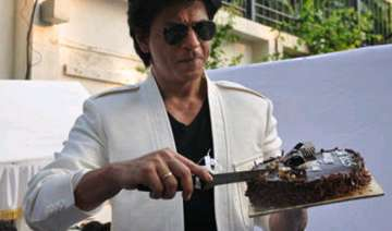 shah rukh invites media for his birthday...