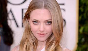 amanda seyfried gets cosy with justin long -...