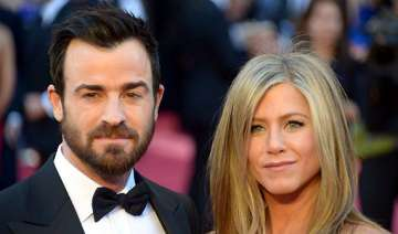 aniston theroux finalise wedding bands - India TV