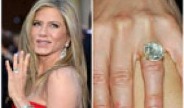 aniston flaunts engagement ring at premiere -...