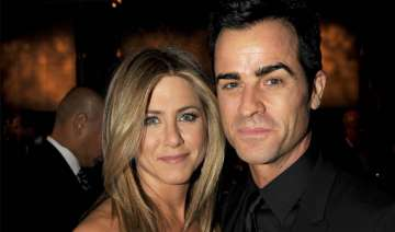 aniston keen to elope with theroux - India TV