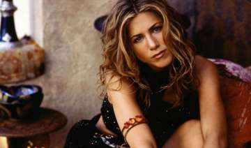 aniston went on diet before nude scene see pics -...