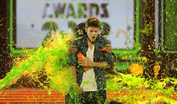bieber berry slimed at kids choice awards - India...