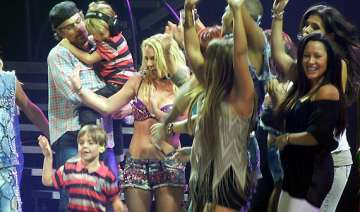 britney spears promises not to take son onstage -...