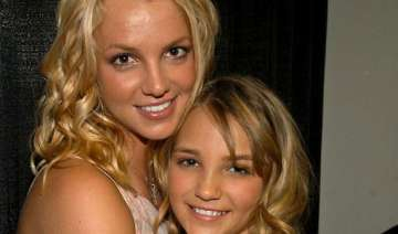 britney spears looked after sister jamie lynn...