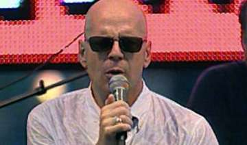 can t stand my voice bruce willis on singing -...