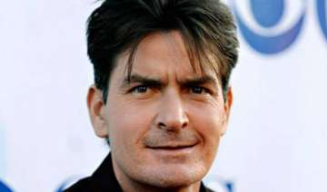 charlie sheen accused of death threat - India TV