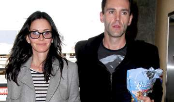 courteney cox engaged to johnny mcdaid - India TV