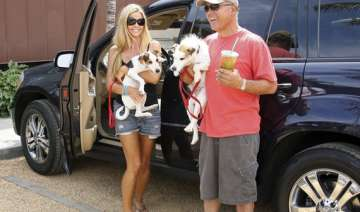 denise richards father to wed again - India TV