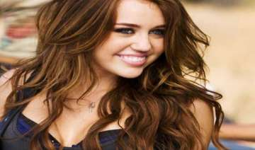 fan tried to bribe me miley cyrus - India TV